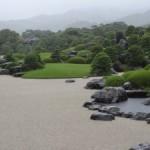 島根県安来市にある足立美術館の庭園は大雨でも美しさが際立つ