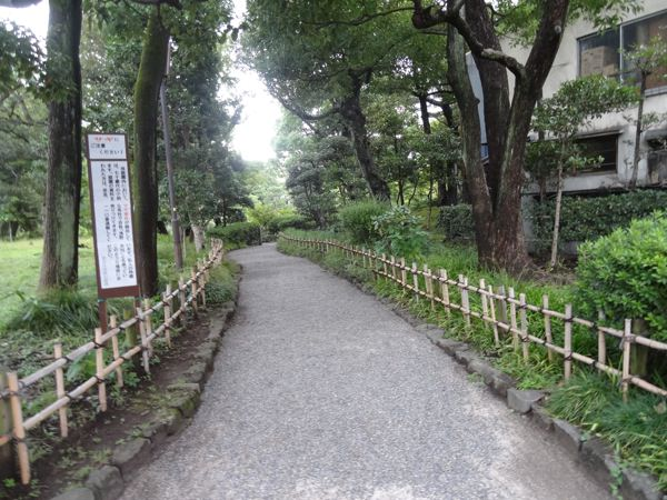 旧安田庭園の入り口の様子