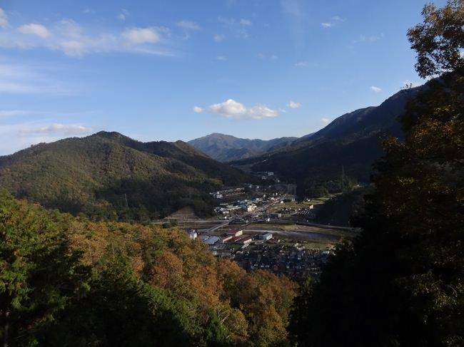 竹田城跡へ向かう途中から見た町の景色