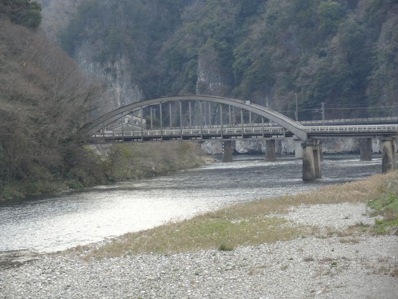 井倉洞付近から見える橋