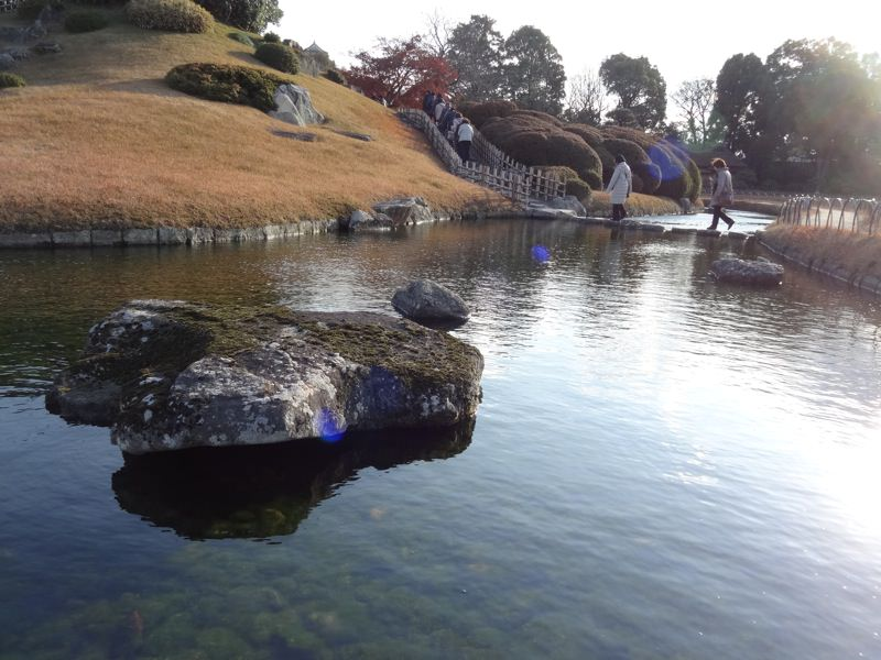 後楽園の池と石