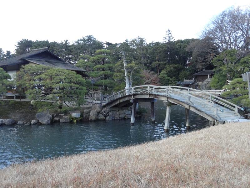 後楽園の橋と池