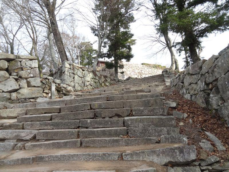 備中松山城の階段はまだまだ続きます