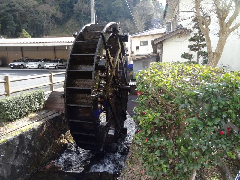 勝山の町並み保存地区にある水車