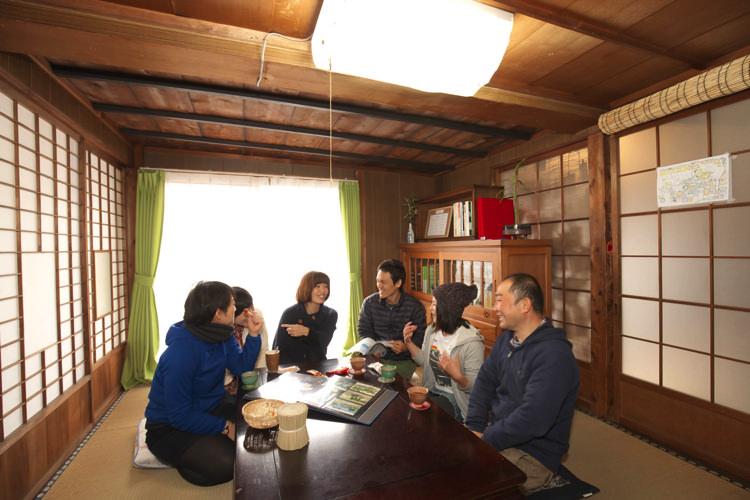 岡山ゲストハウスいぐさ 居間