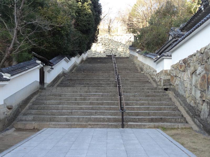 津山城へ向かう階段