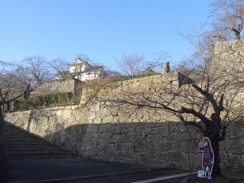 下から見上げる津山城
