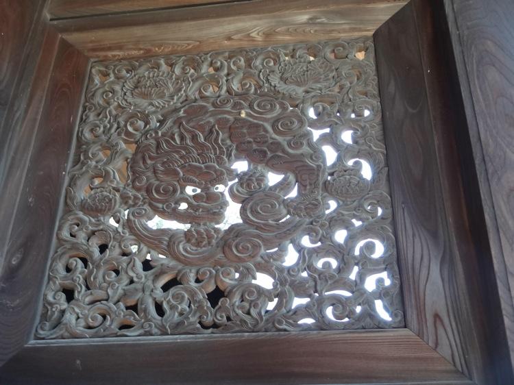 福善寺の扉の模様