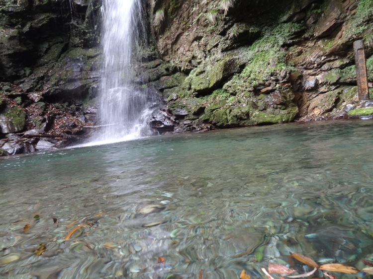 琵琶の滝の水