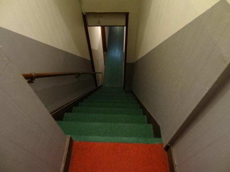 あなごのねどこの廊下と階段