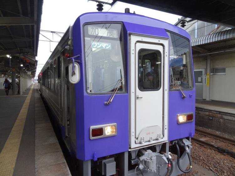 亀山駅にいた 加茂ゆきの電車