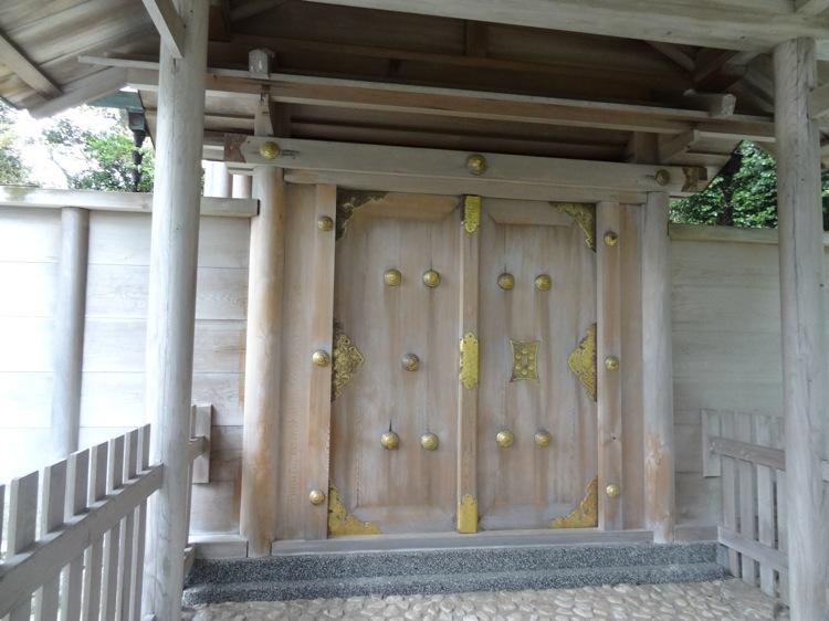 八王子社の美しい扉