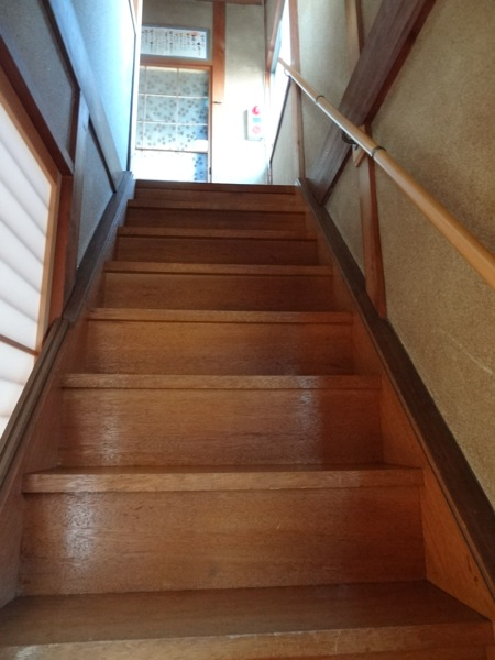 ほどほど 2階へ向かう階段