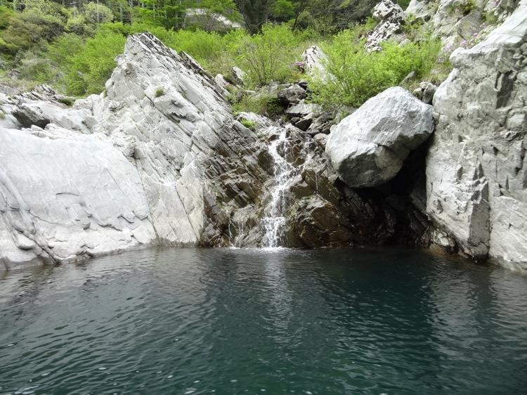 大歩危峡観光遊覧船 水が流れているところ