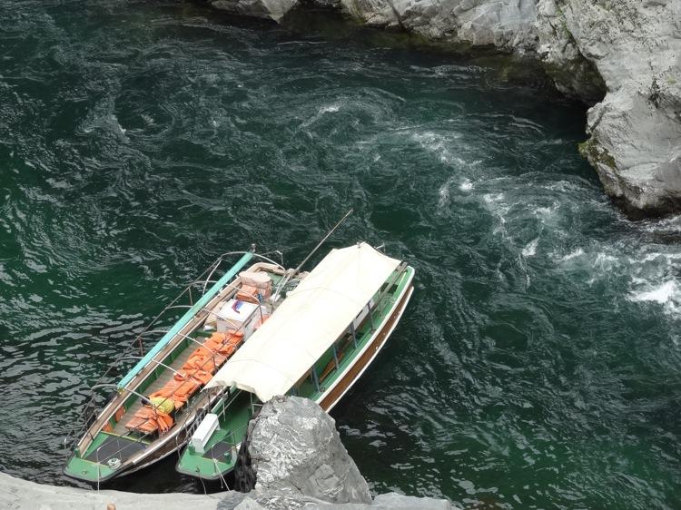 大歩危峡観光遊覧船を上から眺める