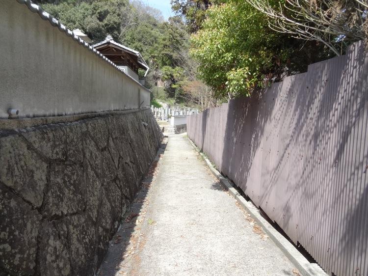 西国寺へ続く細い道