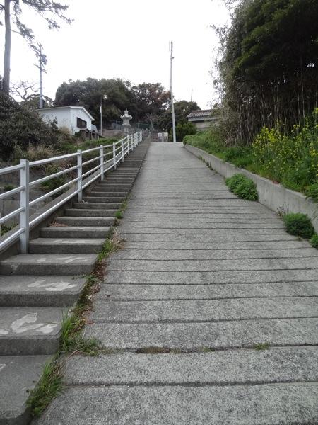 篠島 松寿寺へ続く坂と階段