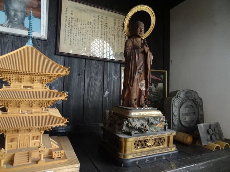 天寧寺にあった威厳ある銅像