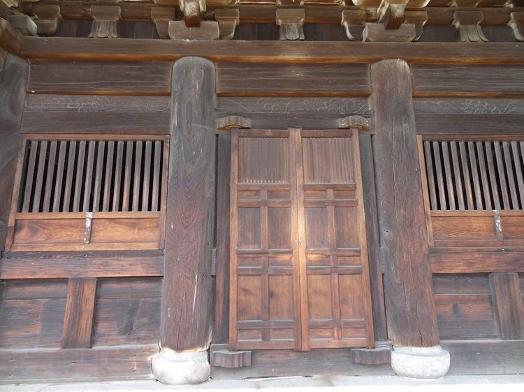 天寧寺三重塔 歴史を感じる木材