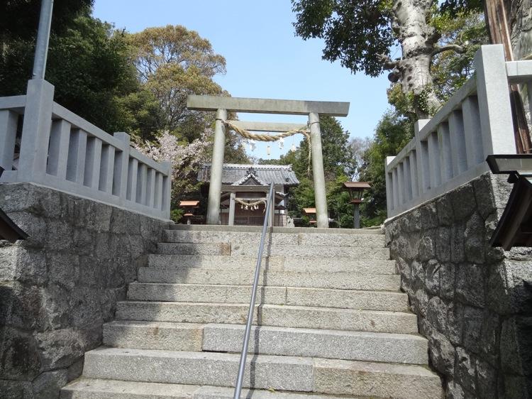 土御前神社の奥へ進みます