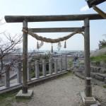 土御前(つちごまえ)神社は豊浜の町並みと海の眺めが最高にいい場所