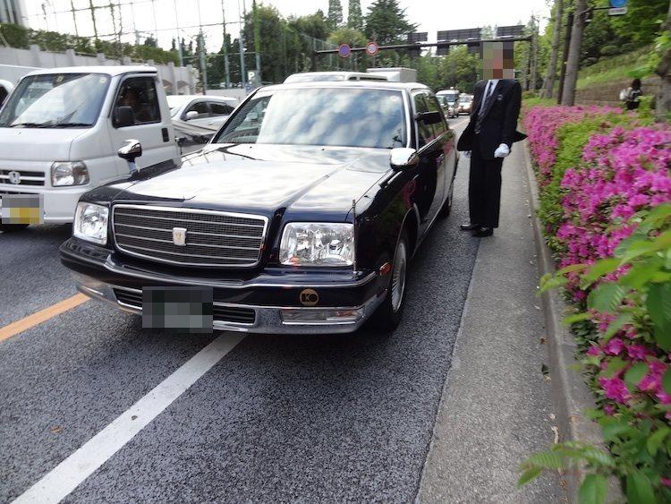 Uberのタクシーがやってきた