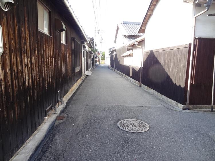 本村エリアの路地