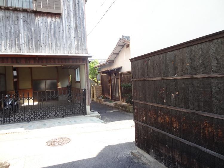 直島本村エリアの細い路地