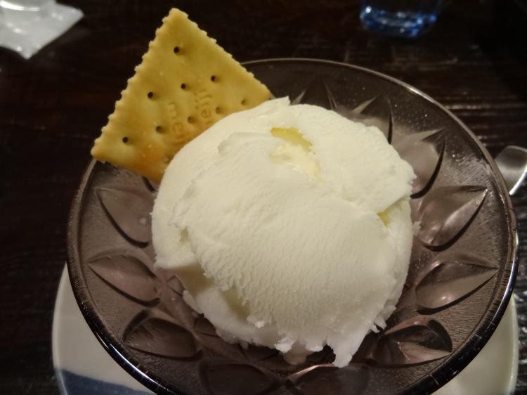 カフェサロン中奥で注文したアイスクリーム
