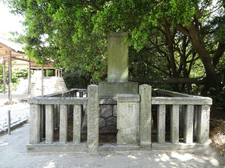 直島の護王神社にある石碑
