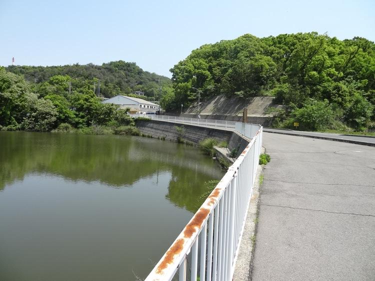 直島 山本うどん手前の上り道
