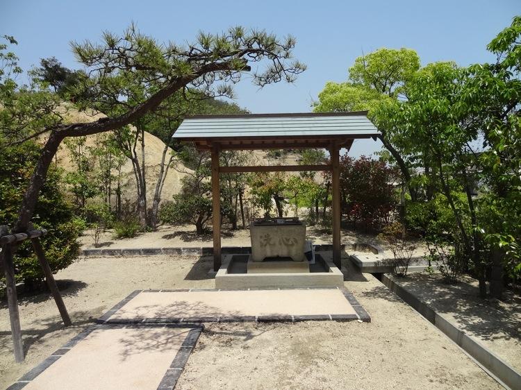 直島の山神社の手水場