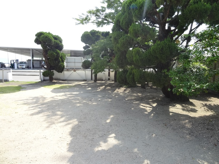 住吉神社からは直島の宮浦港が見える