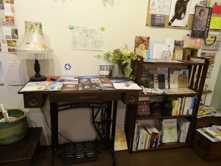 ちょっとこま 談話室の本棚