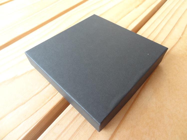 薄い財布abrAsusの箱