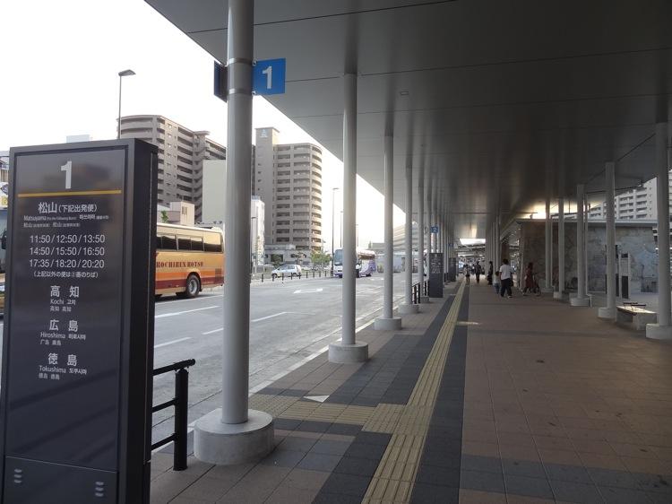 高松駅の高速バスターミナル1番線