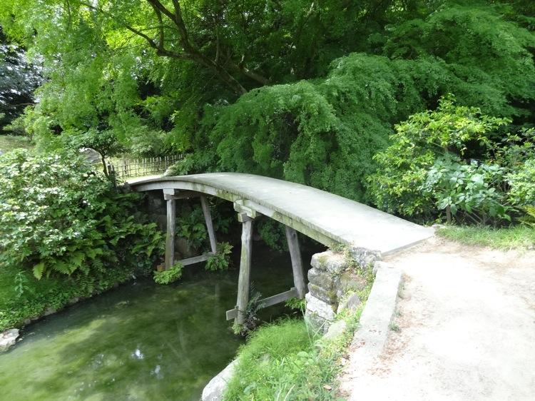 栗林公園内の小さな橋