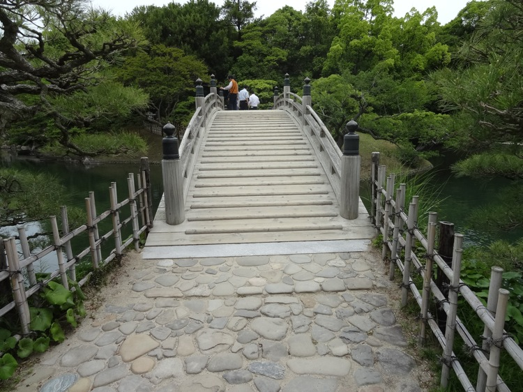 栗林公園内の橋