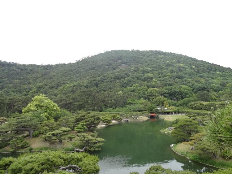 栗林公園の芙蓉峰から見た景色