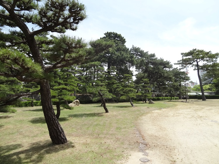 高松城跡内の玉藻公園の様子