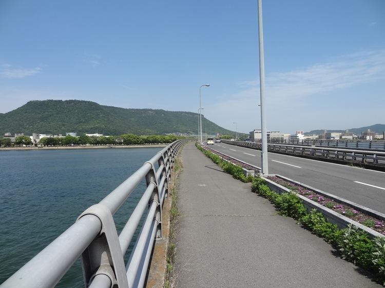 瀬戸大橋通りと海