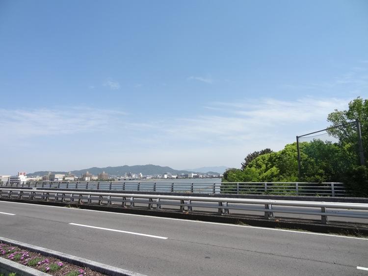 瀬戸大橋通りの反対側