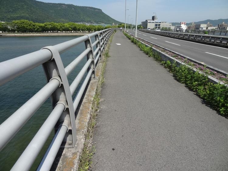 瀬戸大橋通りを通って屋島へ向かいます