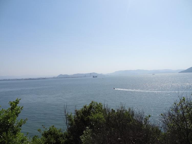長崎の鼻近くから見る海の景色