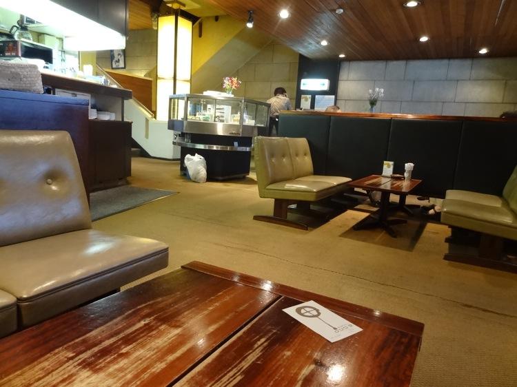 くつわ堂総本店の2階喫茶室