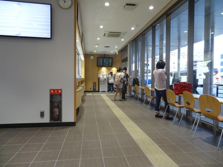 高松の高速バス待合室