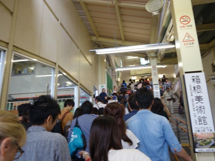 箱根登山ケーブルカーに乗っていた人々