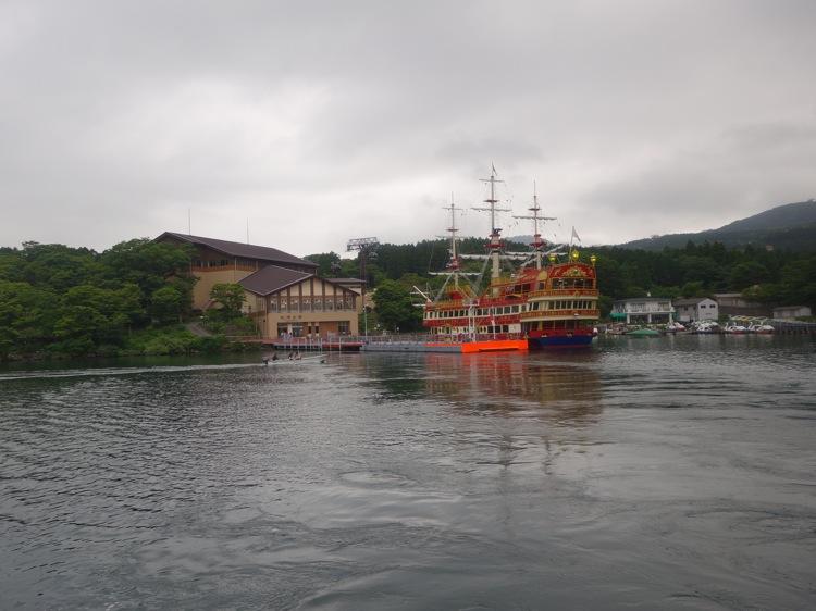 桃源台港を出発した箱根海賊船