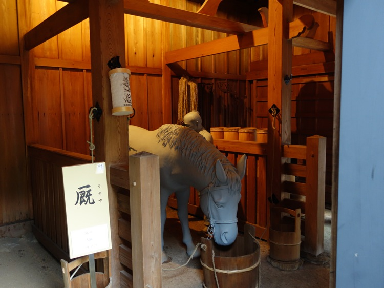 箱根関所のうまやを再現