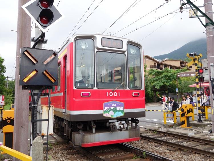 強羅駅近くで見た箱根登山鉄道